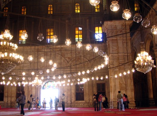 ムハンマド・アリー・モスクの天井 モスクからはカイロ市街が見渡せます。 モスクの入り口付近で撮影